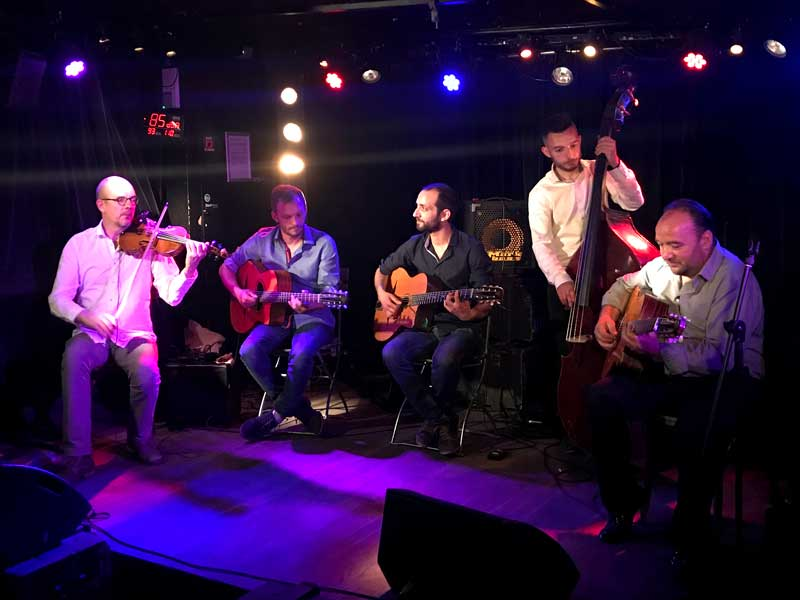 Groupe de jazz manouche